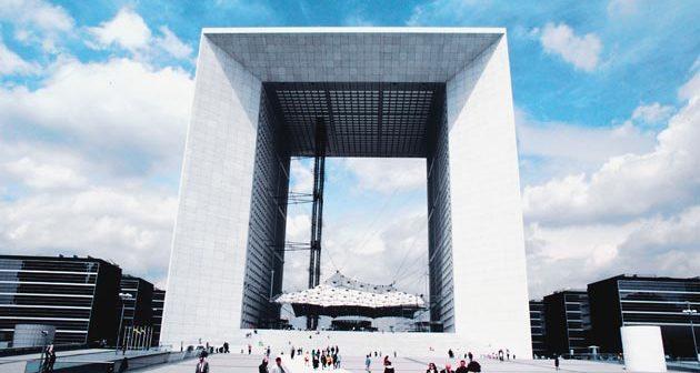 La Grande Arche de la Défense près de Paris