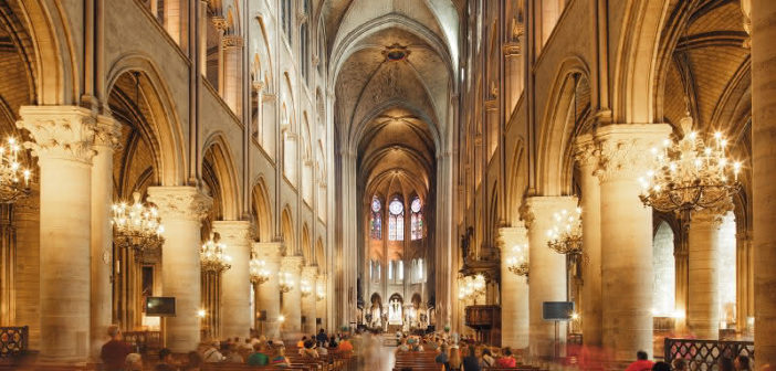 L'intérieur de la Cathédrale Notre Dame de Paris