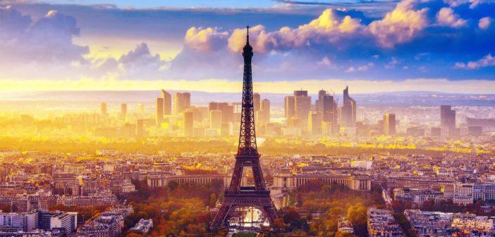 La Tour Eiffel avec vue sur la Defense Paris