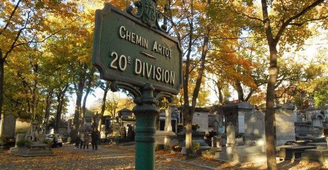 Panneau dans le cimetière Montmartre