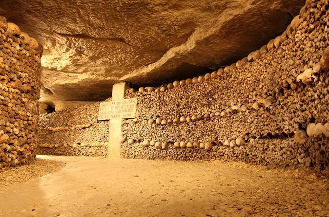 Visiter Paris et ses catacombes