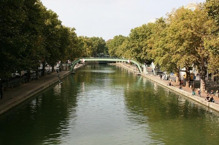 Longer le canal Saint-Martin et découvrir le Paris Bobo