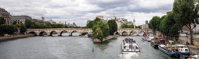 Visiter les quais de Seine.