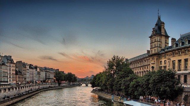 Voir Paris en famille.