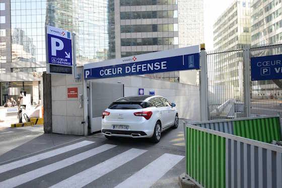 Parking la Défense Arena.