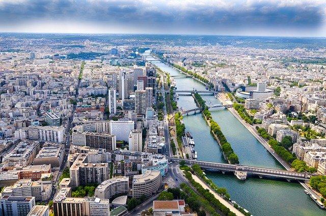 Paris sous la pluie.